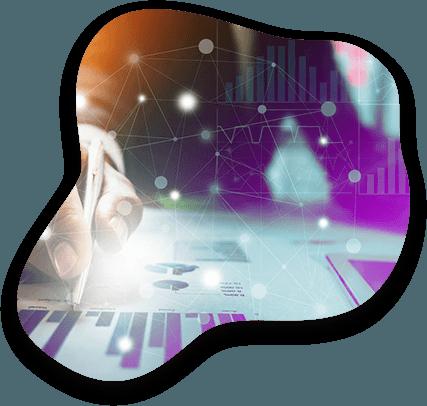 Un expert Adrexo consulte un document de statistiques data