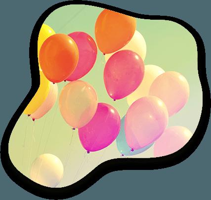 Nuée de ballons de baudruches qui volent dans le ciel